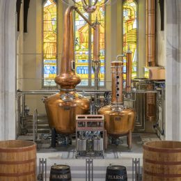 Enjoy an excursion to the famous Bushmills Distillery in county Antrim organised by your ground-handling-agent in Ireland - Discover Ireland Tours