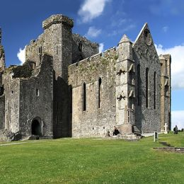 Discover the world renowned Rock Of Cashel, seat of the King of Munster