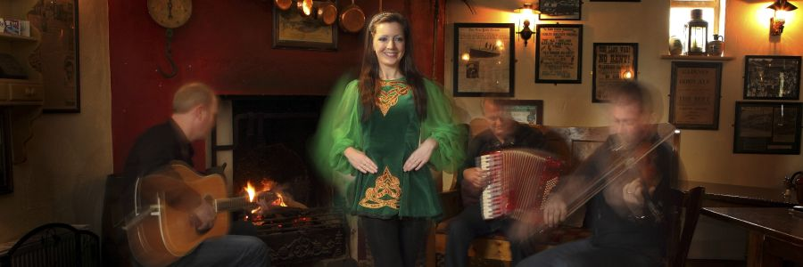 Irish dancer in a pub in Ireland. Enjoy the dancing culture of Ireland with Discover Ireland Tours.